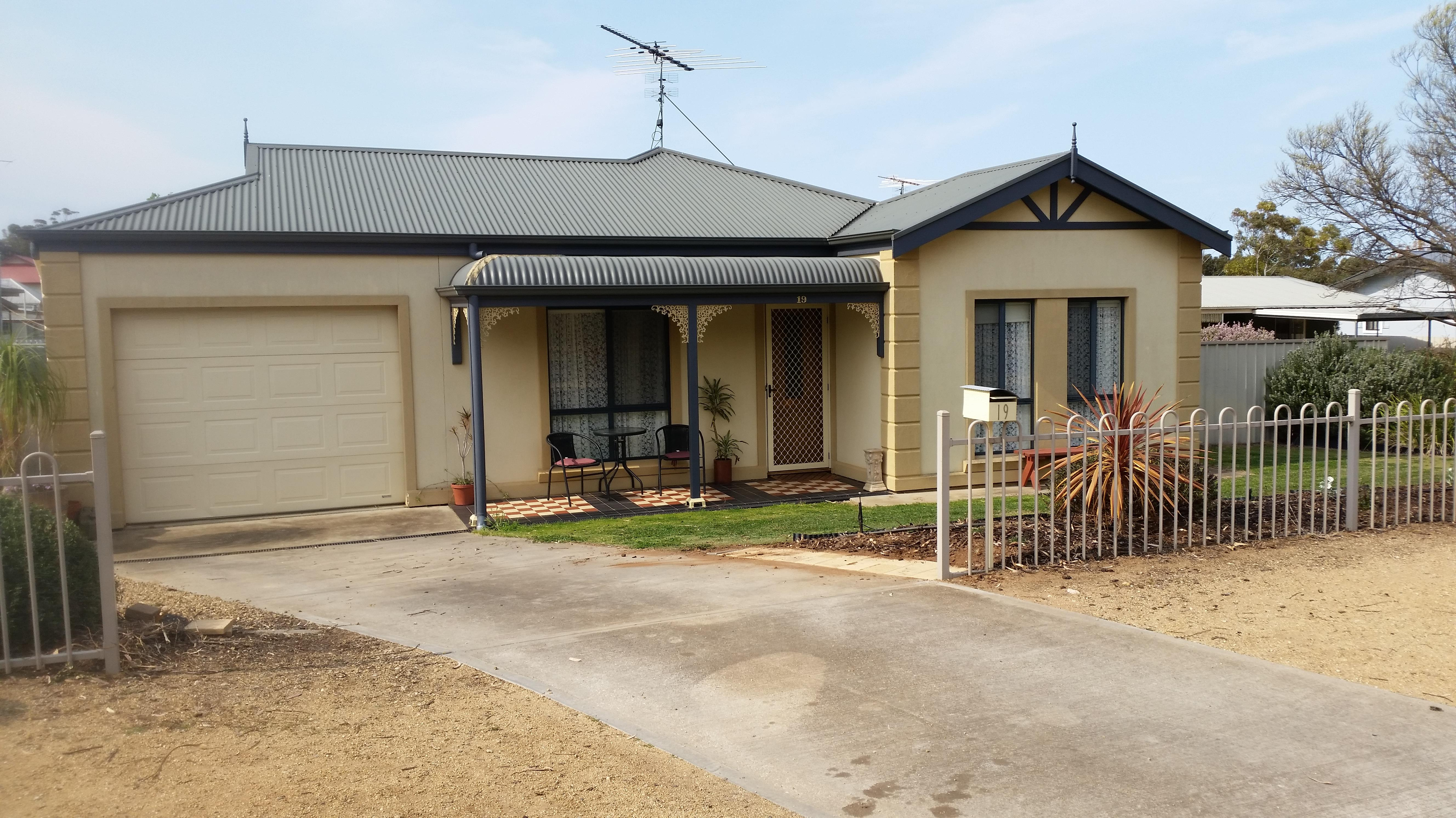 Property for sale 19 Queen Mary St Mannum SA 5238